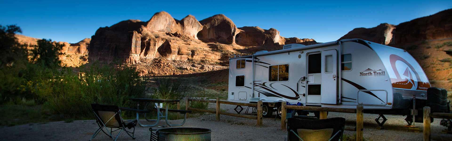 Roulotte de Planning Motion au Gold-bar-Camping-Area- Moab-UT_ près de Corona Arch